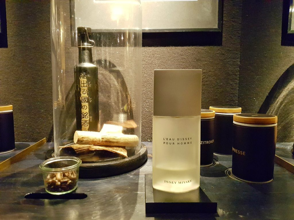berlinritzcarltonfragrancesbar15