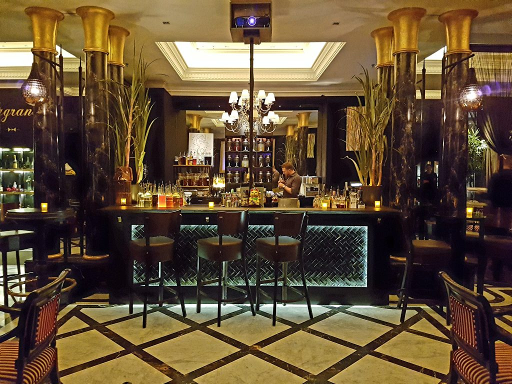 fragrances bar inspire your senses at the ritz carlton berlin the vienna blog lifestyle. Black Bedroom Furniture Sets. Home Design Ideas
