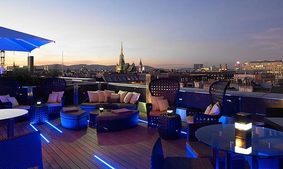 Ritz-Carlton-Atmosphere-rooftop-bar_Theviennablog